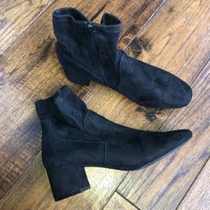 NWT Aldo Black Suede Ankle Boots/Booties w heel